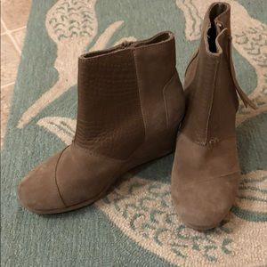 NWOT Toms Light Gray Suede Ankle Boots